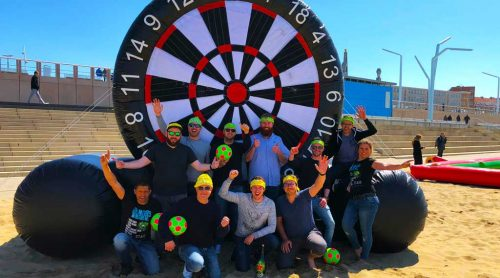 men-play-foot darts-in-scheveningen