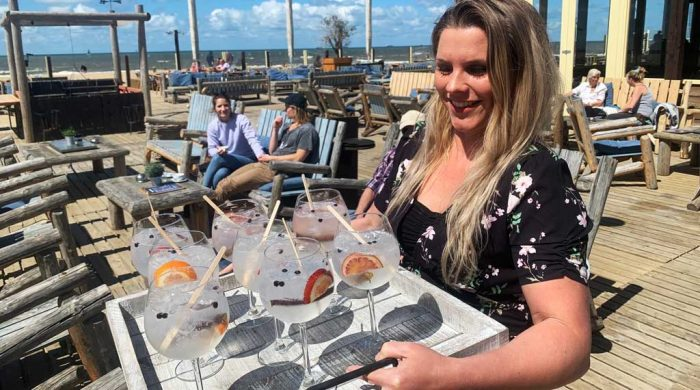 gin-tonic-tasting-is-served-on-the-terrace-in-scheveningen