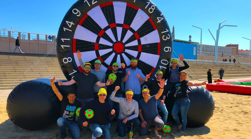 group outing-scheveningen-plays-foot darts-on-the-beach